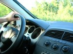 kierowca jadący samochodem