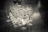 Kieliszki z szampanem dla gości weselnych